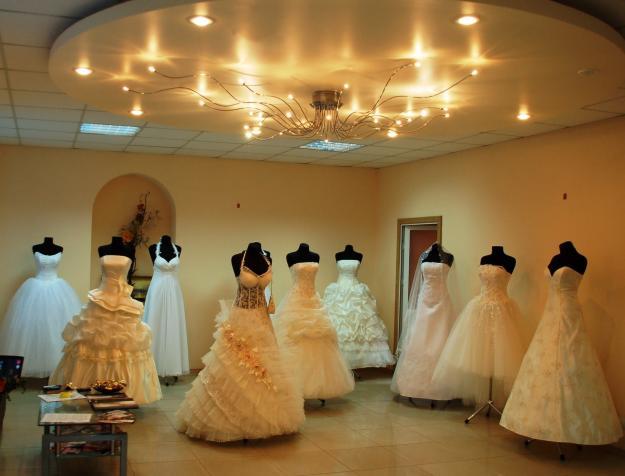 svadebnye-platya-dlya-nevesty-aksessuary-v-firmennom-svadebnom-magazine-i-magazin-svadebnyx-platev_kak-vybrat-svadebnoe-platie