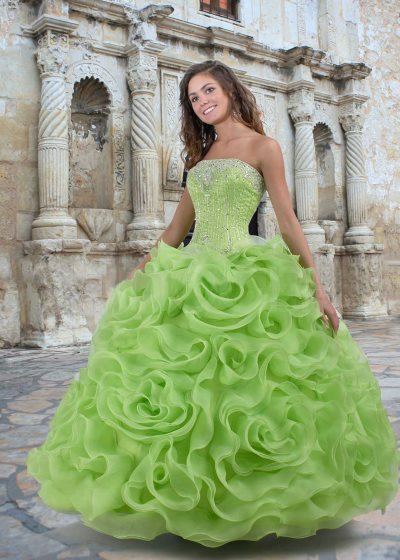 kak_vybrat_plate_na_svadbu_dlja_sestry_nevesty