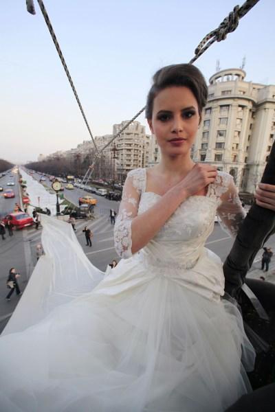 samye_krasivye_svadebnye_platja_v_mire3