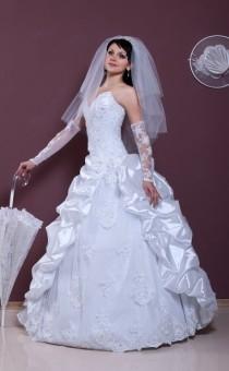 Svadebnye_obychai_Kto_pokupaet_svadebnoe_plate_na_svadbu_2