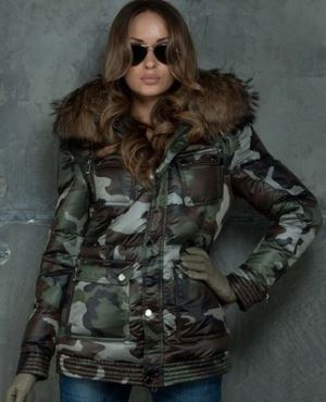 Udlinennyj_puhovik_zhenskij_zimnjaja_kollekcija_Stil_militari