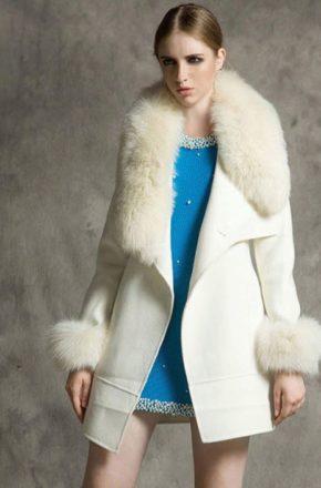 Женские пальто с меховым воротником