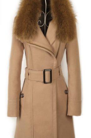 Ассортимент женских пальто с меховым воротником