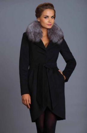 А изысканный воротник из меха подарит ощущение нежности и защищенности. … Такие пальто