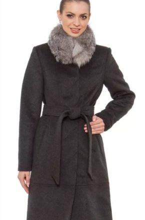 Самые модные в этом сезоне – зимние пальто с меховым воротником