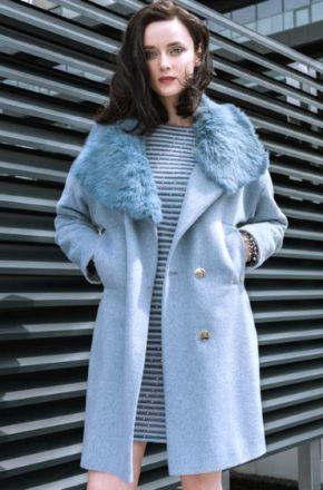 Модный обзор пальто с меховым воротником