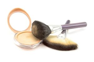 make-up-powder-and-brushes
