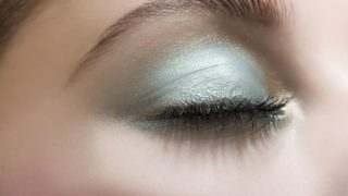 Макияж глаз серыми тенями: модные образы